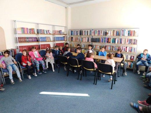 Ученици во посета на библиотека Феткин